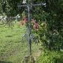 Zabiele - Żelazny krzyż przydrożny obok dużego drtewnianego we wschodniej części wioski