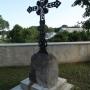 Jatwieź Duża - Kościół parafialny MB Pocieszenia, żelazny krzyż na terenie przykościelnym