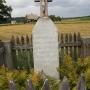 Mogilnice - Kapliczka i krzyż przed wjazdem do wioski od strony Sztabina
