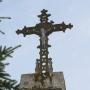 Dolistowo Stare - Krzyż wotywny na granitowej podstawie przy posesji 70