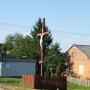 Kapliczka wiejska i krzyż na rozstajach dróg
