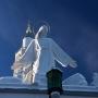 Chrystus w nowej odświeżonej szacie przyprószony śniegiem.