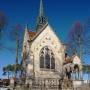 Kaplica Buchholtzów w zimowej scenerii.