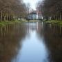 Kanał główny w parku pałacowym.