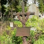 Ciekawy żelazny krzyż nagrobny z 1886 roku.