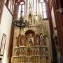 Ołtarz Matki Boskiej Częstochowskiej z obrazem przywiezionym przez wiernych z Jasnej Góry w 1906roku, jako pierwszy wypełnił wnętrze katedry.Autorem projektu był architekt J.P. Dziekoński. a wykonawcą znana warszawska firma Szpetkowskiego.