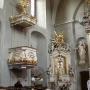 Boczny ołtarz Najświętszej Marii Panny.Obok przy ambonie monument serca Jana Klemensa Branickiego.