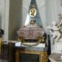 Monument serca Jana Klemensa Branickiego ustawiony przez wdowę Izabelę w 1778r. Autorem wykonanego w Rzymie dzieła był prawdopodobnie Andrzej Le Brun, nadworny rzeźbiarz Stanisława Augusta Poniatowskiego.