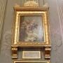 Nietypowe epitafium zmarłej Izabeli Branickiej, ufundowane w 1825 przez Weronikę Paszkowską, podopieczną hetmanowej. Jest to kompozycja haftowanej tkaniny przedstawiąjacy wazon z kwiatami oraz umieszczony dalej obelisk z medalionem na którym widnieje profil hetmanowej.