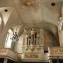 Późnobarokowe organy ufundowane przez Jana Klemensa Branickiego, zbudowane w 1753 przez Antoniego Wierzbowskiego z Warszawy.