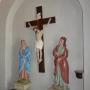 Kościół par. p.w. św. Jana Ewangelisty. Barokowe rzeźby w przedsionku kościoła.