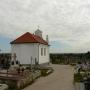 Z cmentarza rozpościera się malowniczy widok na Choroszcz z widocznymi akcentami kościoła i cerkwi.