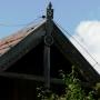Dekoracyjne wykończenie szczytu w kurpiowskiej chacie (pazdur)