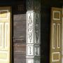 Kraina Otwartych Okiennic. Domy przy ulicy.