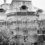 Odbudowa pałacu po zniszczeniach wojennych.
