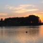 Zachód słońca nad brzegiem w Czarnej Wsi