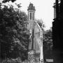 Pozostałość po dawnym pałacu Michała Paca, tzw. Bociania wieża - stan z początku lat sześćdziesiątych XX wieku. Istnieje opowieść, że nie została zburzona, ponieważ znajdowało się na niej gniazdo bociana.