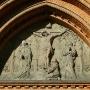 Tympanon z portalu katedry.