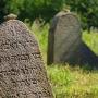 Kamienie-ślady odwiedzin grobów przez potomnych, rodziny.