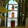 Cerkiew widziana od bramy cmentarnej.
