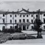 Pałac Branickich czyli Krajowy Urząd Planowania i Urząd Cywilnego Komisarza w okresie okupacji. Ze zbiorów J. Murawiejskiego.