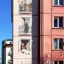 Aby bardziej uwidocznić miejsce zamieszkania twórcy języka esperanto, na ścianie budynku powstał fresk przedstawiający Ludwika wraz z sąsiadami z przeszłości i współczesności.