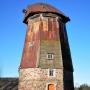 Drewniany wiatrak holender z 1920 roku.