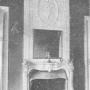 Fragmenty dekoracyjne pałacu. Kominek. Zdjęcie pochodzi z książki