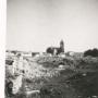 Kościół p.w. Wniebowzięcia N.M.P widoczny poprzez gruzy w miejscu zniszczonej dzielnicy Schulhof. Ze zbiorów Muzeum Historycznego w Białymstoku.