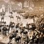 Przed dawną zbrojownią ustawił się 4 Pułk Ułanów Zaniemeńskich z Wilna biorący udział w uroczystym wejściu Wojsk polskich do wyzwolonego Białegostoku (22 luty 1919r).