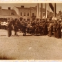 Uroczystość odbywająca się w maju lub sierpniu 1939 roku na Rynku, podczas której przekazano armatę 1 Pułkowi Ułanów Krechowieckich.