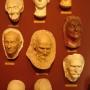 Maski pośmiertne znanych osobistości.