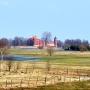 Zamek tykociński widoczny z wieży widokowej w Pentowie-