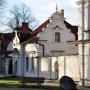 Stróżówka przy pałacu od strony głównej.