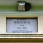 Ostatni przedwojenny właściciel (podpułk. Kułakowski) upamiętnił 300 lecie istnienie pałacu tablicą nad oknem piętra.