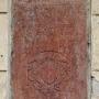 Oryginalna tablica fundacyjna Pawła Wołłowicza z 1610r wmurowana w 1980 roku w ścianę frontową pałacu.