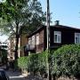 Wśród agresywnej blokowej zabudowy, zachował się jeszcze jeden z niewielu już piętrowych drewnianych domów (ul.Orla 1)