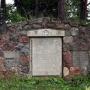 Pomnik niemieckiego 251 rezerwowego pułku piechoty.W kwaterze pogrzebano 28 żołnierzy niemieckich poległych w dniach 24-28.02.1915 r.