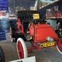 Najstarszy amerykański samochód- Rambler z 1903 roku, wśród prezentowanych aut w Muzeum na Węglowej.