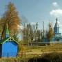 Kapliczka M B Kazańskiej i cerkiew Podwyższenia Krzyża Świętego.