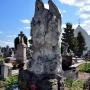 Na cmentarzu w oczy rzuca się piękna rzeźba Anioła ustawiona na bezimiennym grobie (zniszczony napis uniemożliwia odczytanie nazwiska pochowanej osoby.