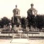 Cerkiew św. Mikołaja w czasach panowania cara Mikołaja II, którego popiersie jest tu widoczne. Z kolekcji Aleksandra Sosna.