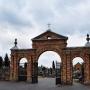 Cmentarz rzym.-kat. i kaplica cmentarna z 1904 roku.