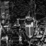 Zrujnowany w czasie wojny zespół pałacowy. Na zdjęciu widoczne są również ruiny zabudowy wokół pałacu, które zostały rozebrane w latach 50 - tych XX wieku.