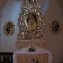 wnętrze kościoła parafialnego p.w. św. Andrzeja Apostoła, ołtarz boczny w kształcie drzewa Jessego.