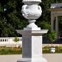 Druga waza z głowami faunów to oryginał sprzed 1750 roku.