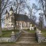 Kościół par. pw. Nawiedzenia NMP. Zdjęcie ze strony Urzędu Miejskiego w Stawiskach.