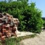 Pozostałości po murowanej prawosławnej kapliczce z 1865 roku.