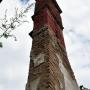 Samotny wyniosły komin nadal trwa na swoim miejscu.