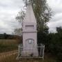 Kapliczka z XIX w oraz grodzisko z III-VIw.